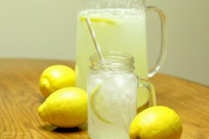 Easy Fresh Squeezed Lemonade Recipe