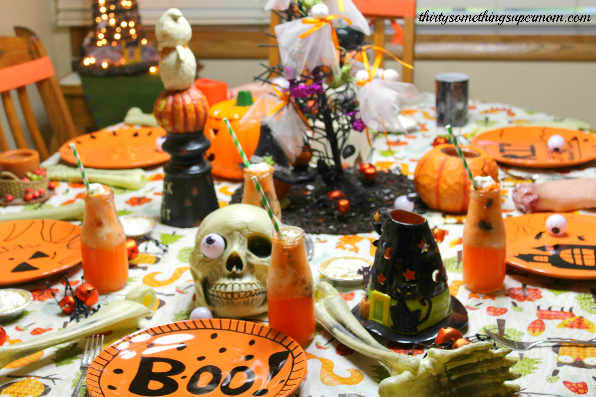 spooky halloween party tablescape ideas thirtysomethingsupermom. Black Bedroom Furniture Sets. Home Design Ideas