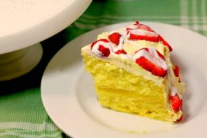 Lemon Cake with Creamy Lemon Filling