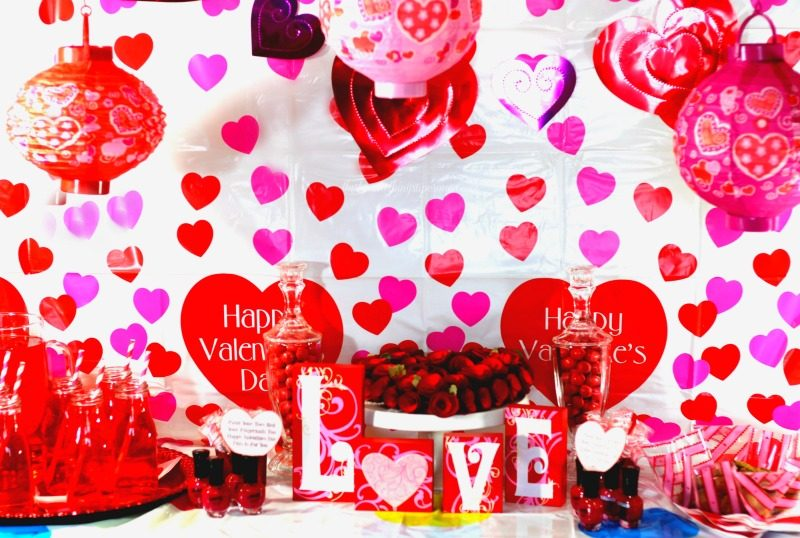 Valentine's Day Party ideas and free Valentine's Day Printable gift tags!